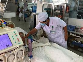 Một học sinh suy đa tạng nghi ngộ độc trà sữa