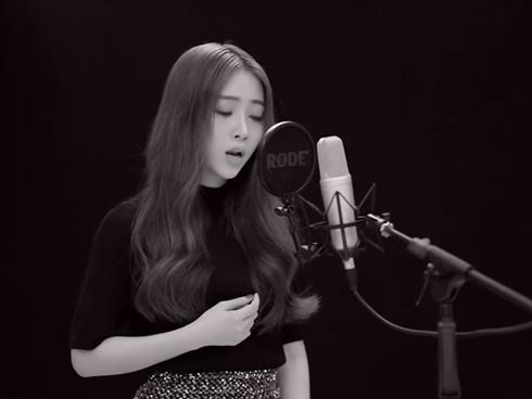 Hot girl Hải Phòng khiến triệu người rơi nước mắt khi hát về nỗi lòng của những người xa quê