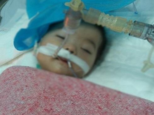 Bé gái 8 tháng tuổi lên cơn co giật, hôn mê sâu sau khi tiêm thuốc tại bệnh viện