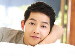 Sao Hàn 18/1: Song Joong Ki liên tục nhận 'lời có cánh' sau khi kết hôn