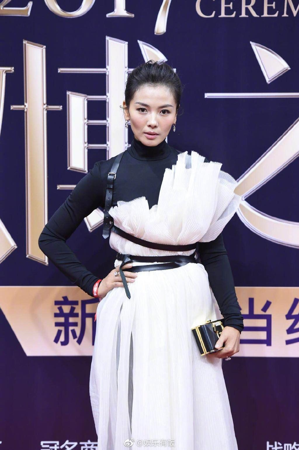 Dương Mịch, Lưu Thi Thi đẹp bất phân thắng bại khi cùng chạm mặt trên thảm đỏ-8