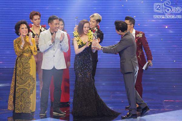 Gia đình hoa dâm bụt hài lòng khi được thưởng 150 triệu còn Quán quân chỉ được 50 triệu-1