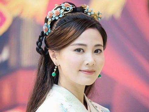 Đóng trùng vai với Lê Tư và Xa Thi Mạn, Hoa hậu Hong Kong bị chê 'xách dép' đàn chị