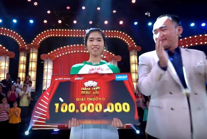 Rơi nước mắt trước gia cảnh khó khăn của cô gái đạt 100 triệu trong 'Thách thức danh hài'-1