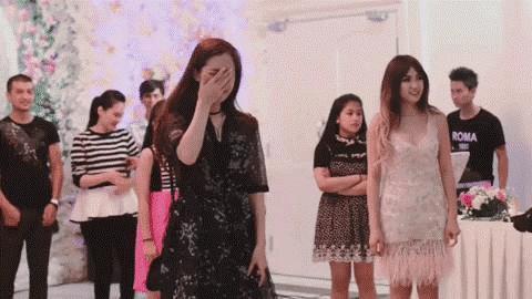 1001 biểu cảm không giống ai của các cô nàng khi bất ngờ được bạn trai cầu hôn-1