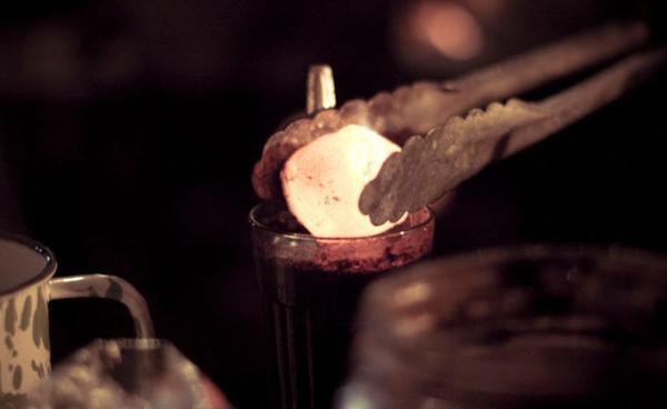 Kỳ lạ món đồ uống từ than chỉ có thể tìm thấy ở một nơi duy nhất trên thế giới-3