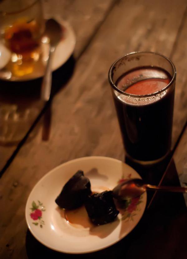 Kỳ lạ món đồ uống từ than chỉ có thể tìm thấy ở một nơi duy nhất trên thế giới-5