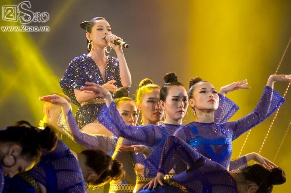 Hát live chênh phô, Chi Pu vẫn giành giải Ca sĩ đột phá của năm-1