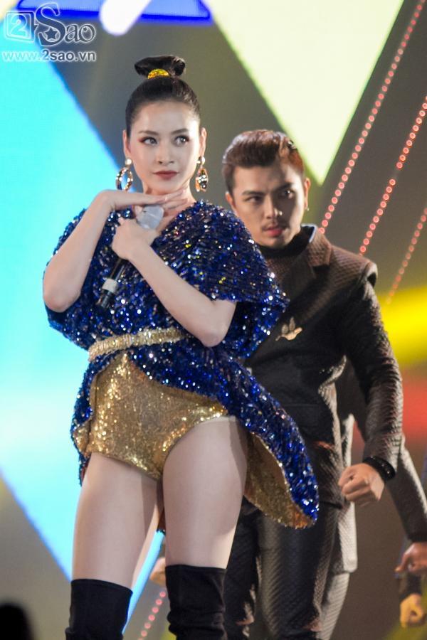 Hát live chênh phô, Chi Pu vẫn giành giải Ca sĩ đột phá của năm-2