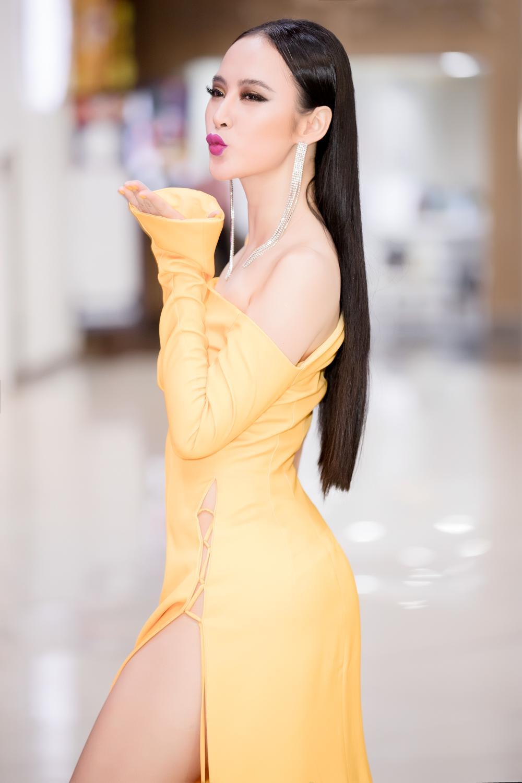 Angela Phương Trinh diện đầm xẻ bạo, hội ngộ dàn diễn viên Glee-2
