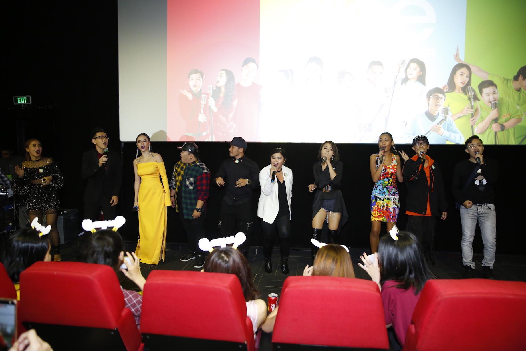 Angela Phương Trinh diện đầm xẻ bạo, hội ngộ dàn diễn viên Glee-12