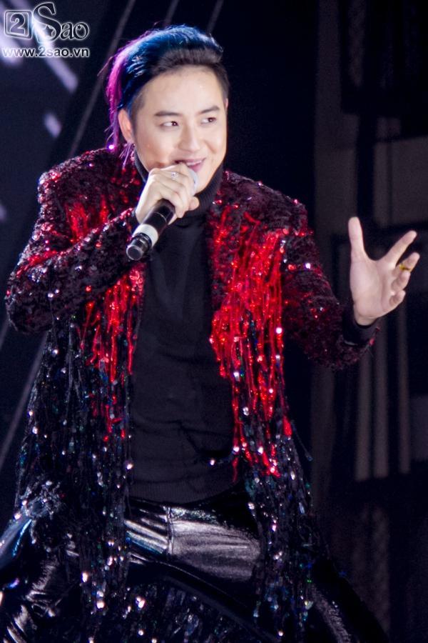 Phạm Hương bẽn lẽn bên Noo Phước Thịnh, vinh dự trao giải cho GOT7-12