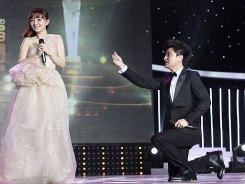 Trước khi ngoại tình, Lý Tiểu Lộ từng được cầu hôn trên truyền hình
