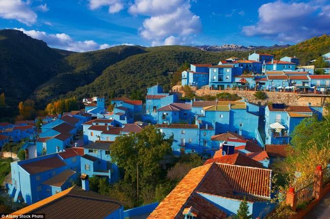 Những điểm du lịch được nhuộm màu xanh đẹp mê mẩn khắp thế giới-4