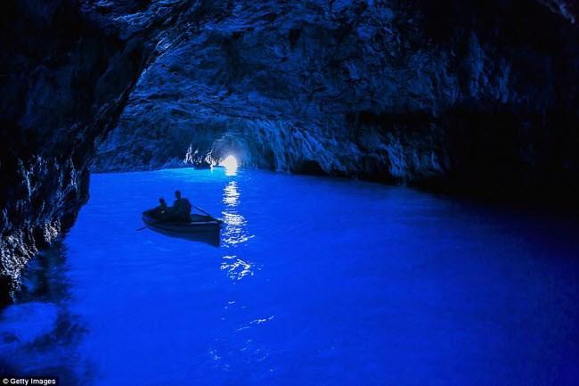 Những điểm du lịch được nhuộm màu xanh đẹp mê mẩn khắp thế giới-5