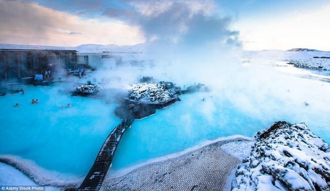 Những điểm du lịch được nhuộm màu xanh đẹp mê mẩn khắp thế giới-6
