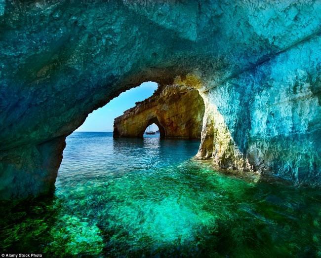 Những điểm du lịch được nhuộm màu xanh đẹp mê mẩn khắp thế giới-7