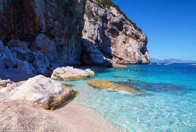 Những điểm du lịch được nhuộm màu xanh đẹp mê mẩn khắp thế giới-8