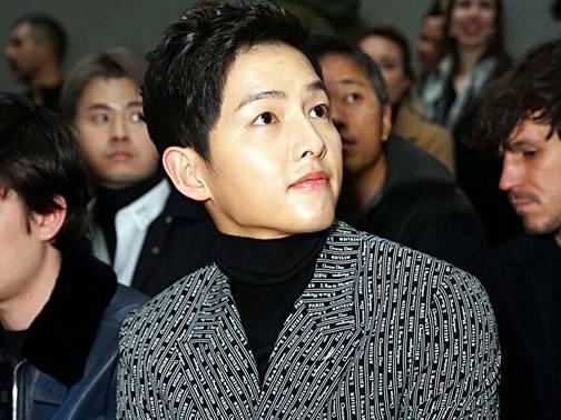 Vắng bóng Song Hye Kyo, Song Joong Ki vẫn rạng rỡ dự sự kiện một mình
