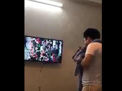 Ông bố của năm: Đội Việt Nam chiến thắng đứng 'cắn chăn' không dám hô to sợ con tỉnh giấc