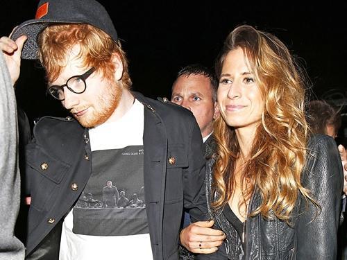 Chủ nhân hit 'Shape Of You' Ed Sheeran đính hôn với người bạn thời thơ ấu