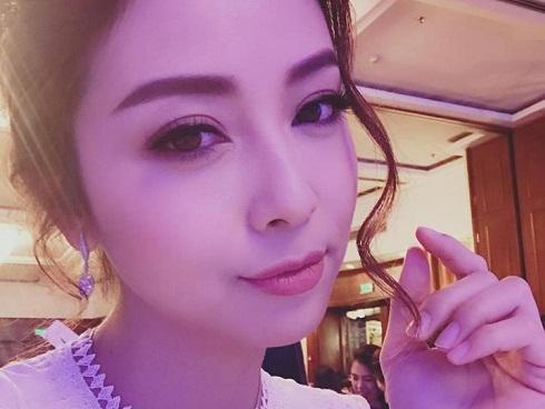 Tin sao Việt: Ngỡ ngàng trước nhan sắc hoàn hảo của 'gái 3 con' Jennifer Phạm