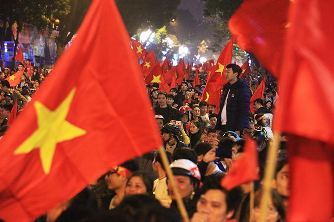 Suốt 1 tuần chiếm spotlight, Trường Giang được giải nguy nhờ chiến thắng của U23 Việt Nam-7