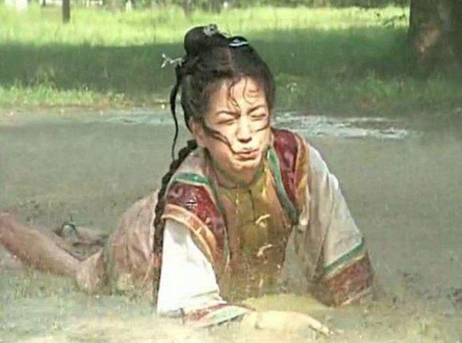 Châu Kiệt lại tiết lộ gây sốc: Triệu Vy phải uống nước phân ngựa trong Hoàn Châu cách cách-2