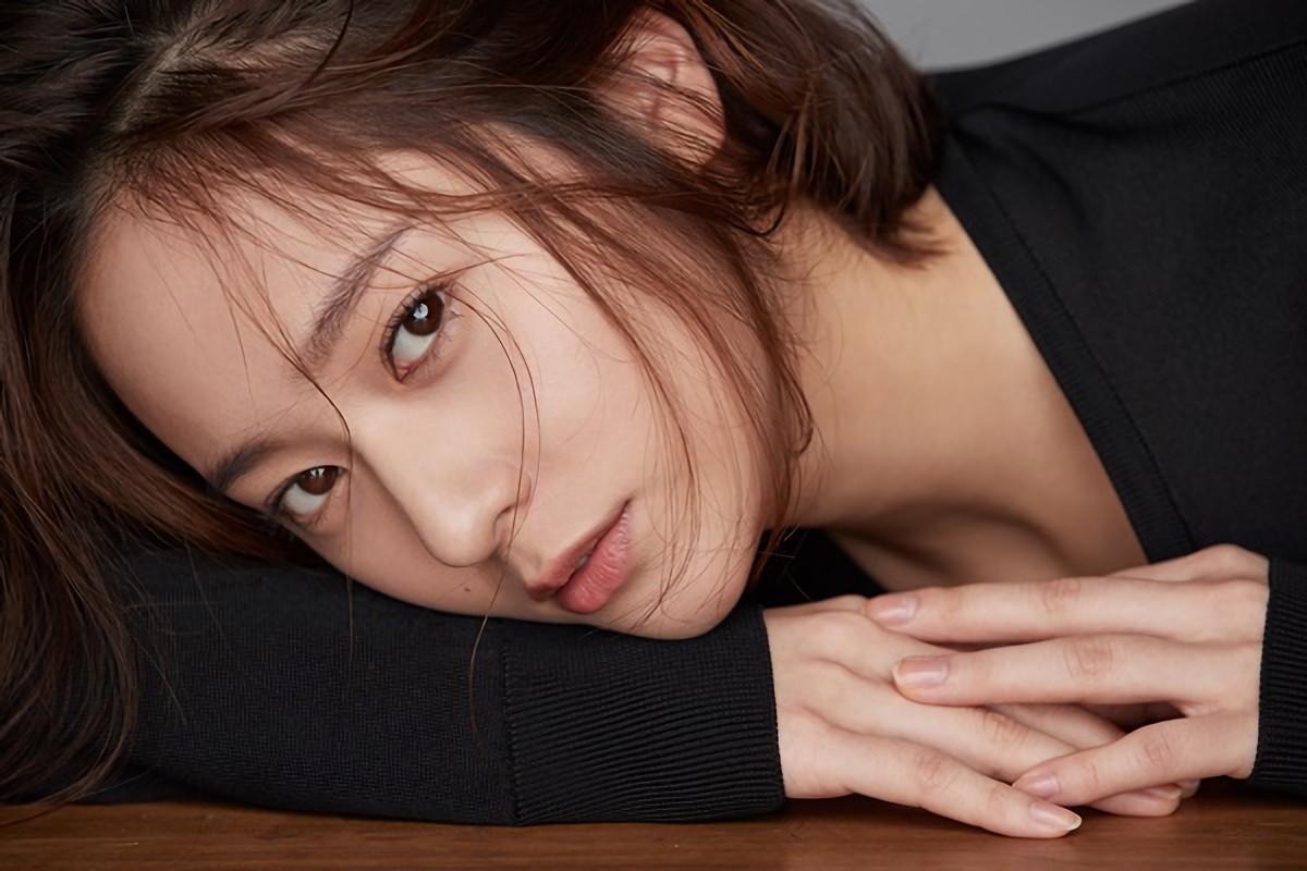 Krystal xin lỗi fan vì f(x) không thể trở lại quảng bá, lên tiếng bênh vực SM-2