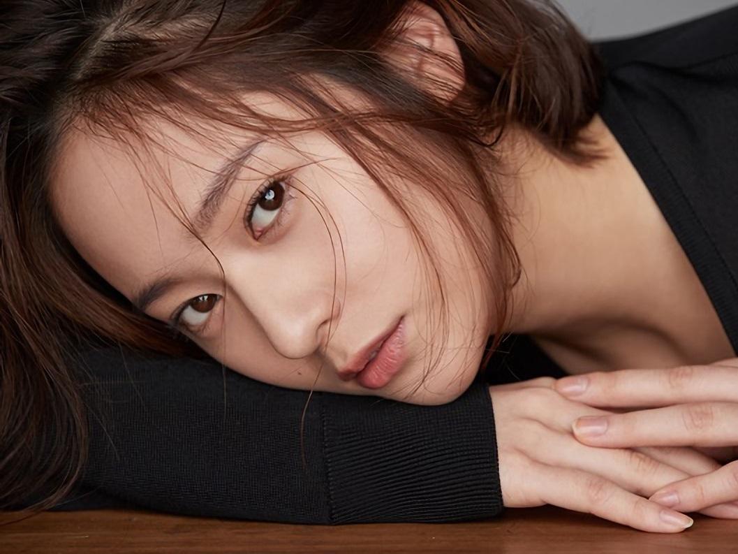Krystal xin lỗi fan vì f(x) không thể trở lại quảng bá, lên tiếng bênh vực SM