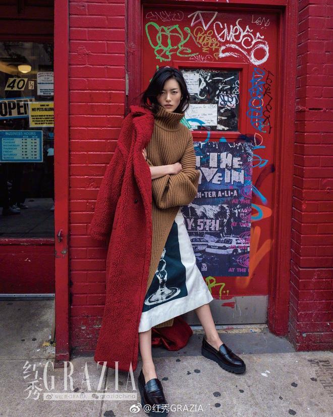 Đẳng cấp của Phạm Băng Băng: diện áo to sụ dài chấm gót, xách túi lông hoạt hình vẫn sang chảnh ngút trời-7