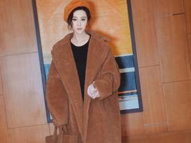 Đẳng cấp của Phạm Băng Băng: diện áo to sụ dài chấm gót, xách túi lông hoạt hình vẫn sang chảnh ngút trời