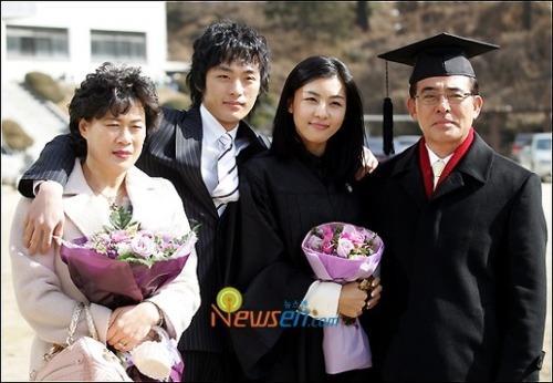 Sốc: Em trai ruột Ha Ji Won tự tử vì bệnh trầm cảm-4