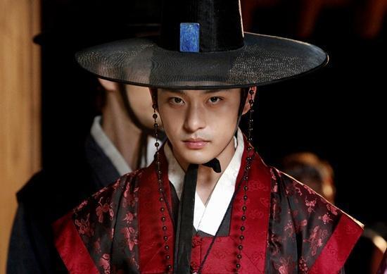 Sốc: Em trai ruột Ha Ji Won tự tử vì bệnh trầm cảm-1