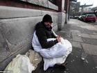 Chàng trai vô gia cư dùng chiếc chăn duy nhất của mình giúp người lạ