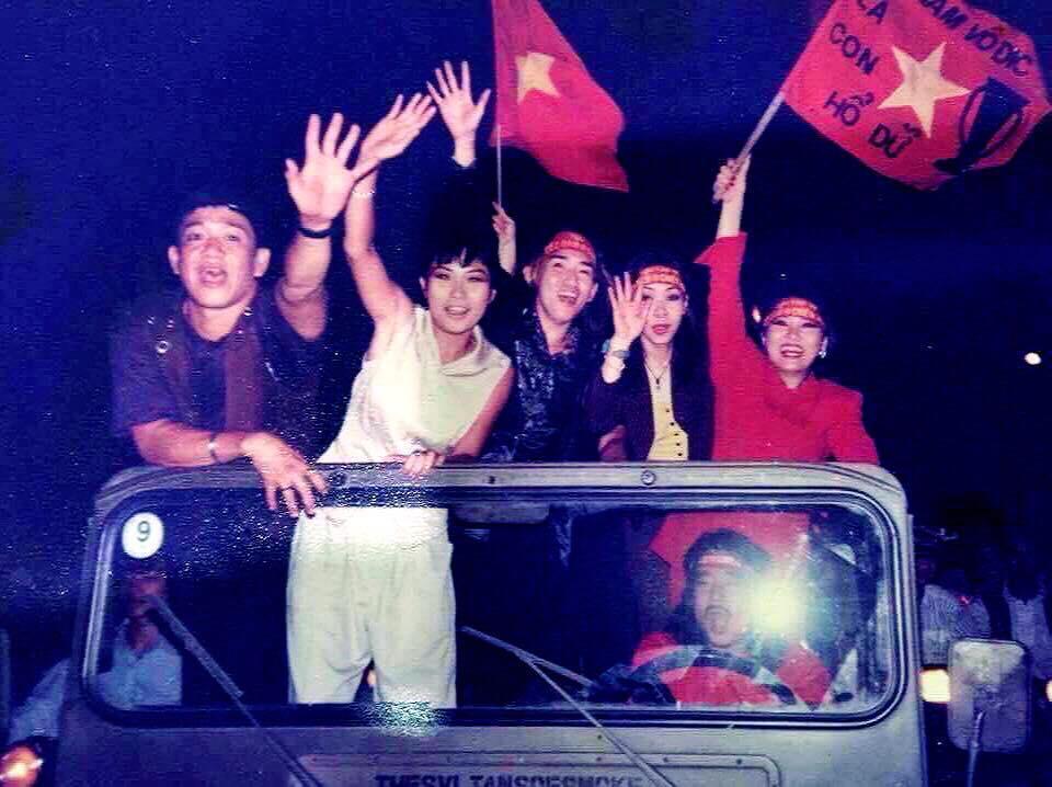 Phương Thanh kể chuyện từng bị công an bắt vì đua xe mừng chiến thắng bóng đá-2