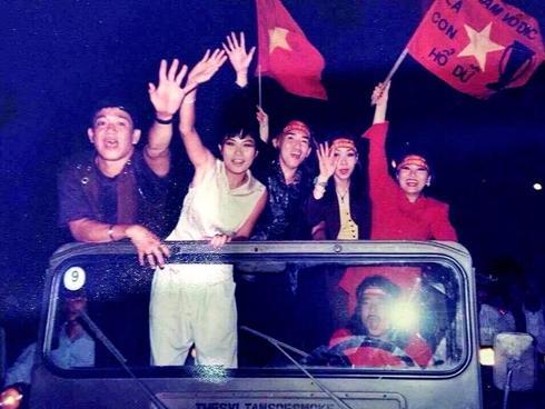 Phương Thanh kể chuyện từng bị công an bắt vì đua xe mừng chiến thắng bóng đá