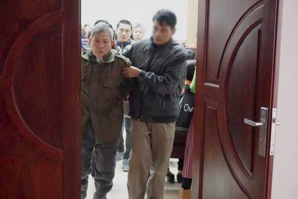 Bố nạn nhân 3 tuổi bị đối tượng 79 tuổi hiếp dâm: 'Gia đình toại nguyện nhưng vẫn muốn Vĩnh sớm phải chịu án'-1