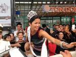 THÚ VỊ: Clip hoa hậu HHen Niê diễu hành bằng xe công nông giữa buôn làng Ê Đê-1