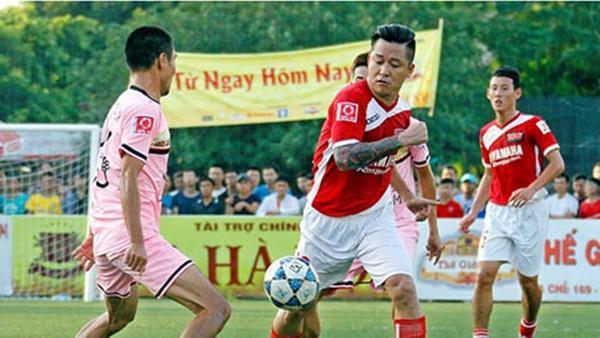 Khi mỹ nam showbiz Việt diện quần đùi, áo số ra sân chất phát ngất chẳng kém cạnh U23 Việt Nam-4