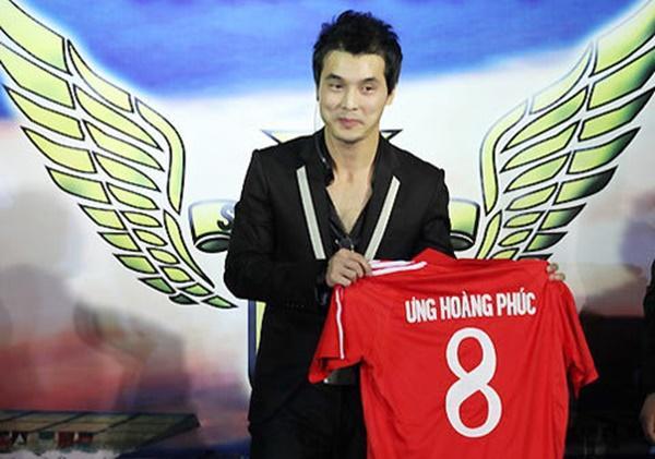 Khi mỹ nam showbiz Việt diện quần đùi, áo số ra sân chất phát ngất chẳng kém cạnh U23 Việt Nam-7