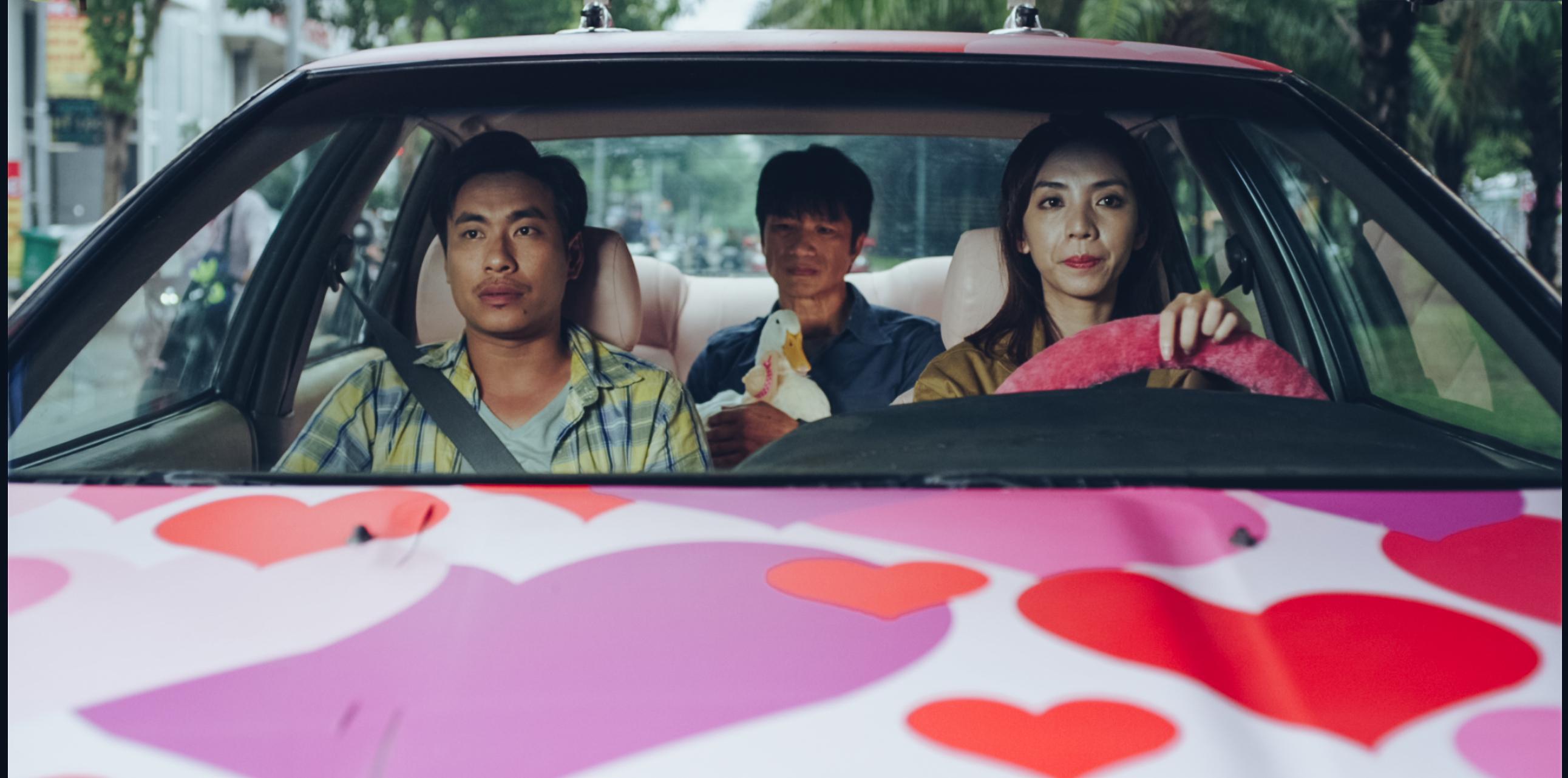 Kiều Minh Tuấn và đồng bọn quậy tưng bừng rạp chiếu phim dịp Tết-4