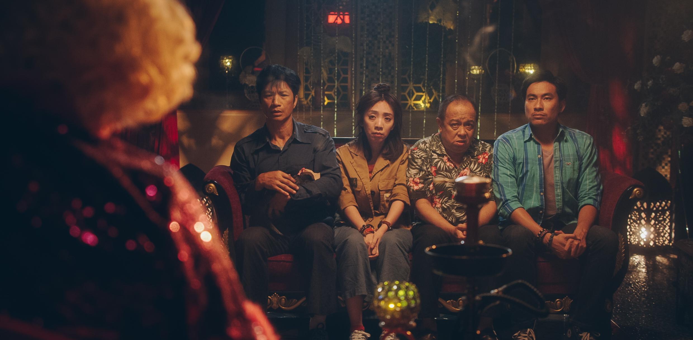 Kiều Minh Tuấn và đồng bọn quậy tưng bừng rạp chiếu phim dịp Tết-9