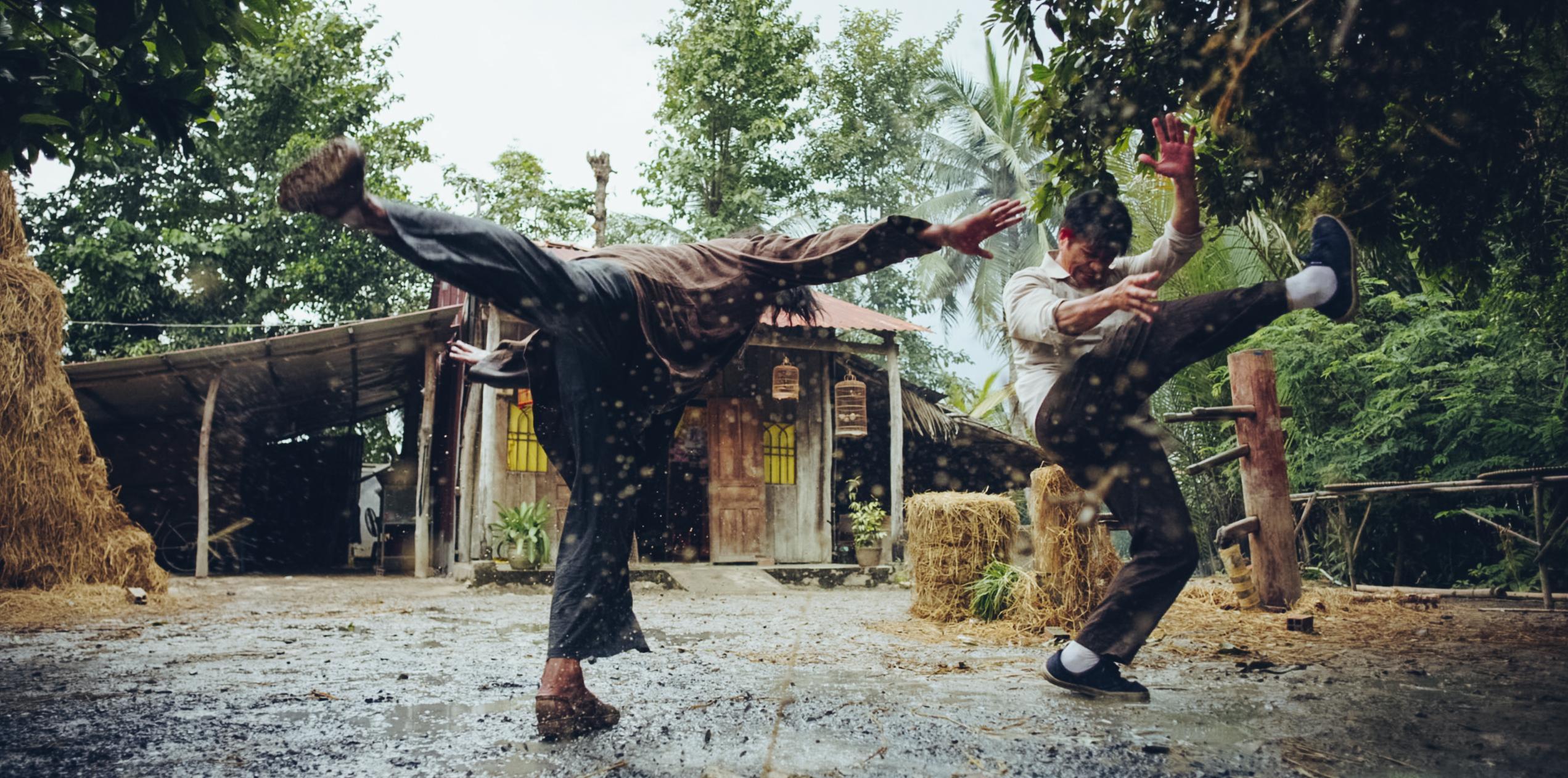 Kiều Minh Tuấn và đồng bọn quậy tưng bừng rạp chiếu phim dịp Tết-7