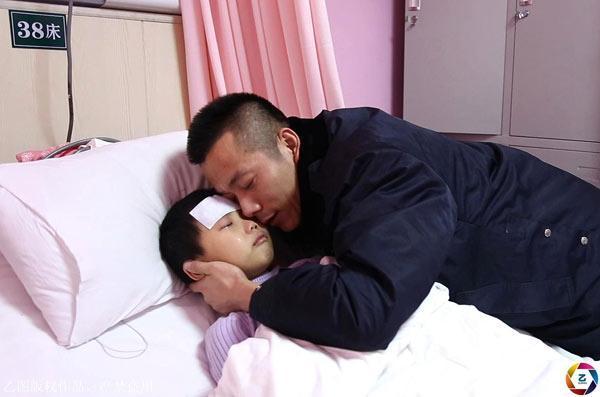 Lá thư mong được chết của bé gái gửi bố gây chấn động: Khi con ra đi, mẹ sẽ về-1