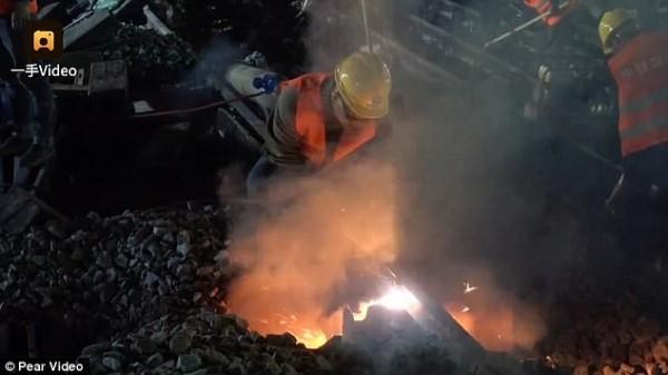 Chóng mặt: Công nhân Trung Quốc xây đường sắt mới chỉ trong 9 tiếng-4
