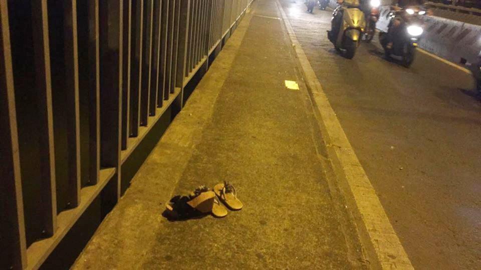2 cô gái trẻ để lại dép, nhảy xuống sông tự tử trước sự ngỡ ngàng của người đi đường-1
