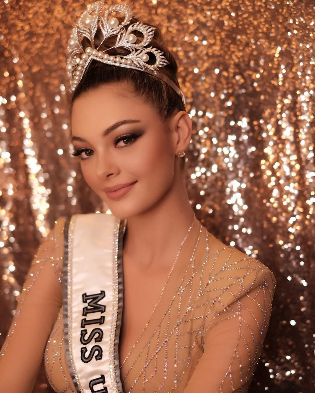 Hoa hậu Hoàn vũ 2017 khoe vẻ đẹp mê hồn khi diện lại chiếc đầm định mệnh-6
