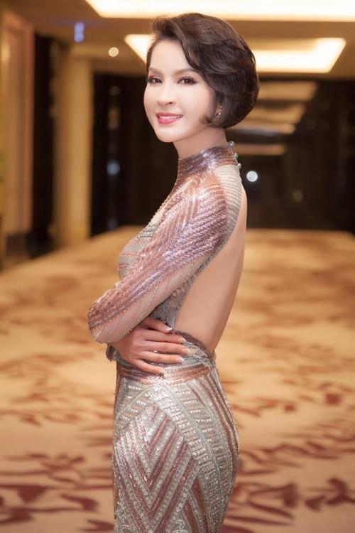Thanh Mai ăn gian tuổi thành công, lấn lướt Hoàng Thùy khi đụng váy xuyên thấu-3