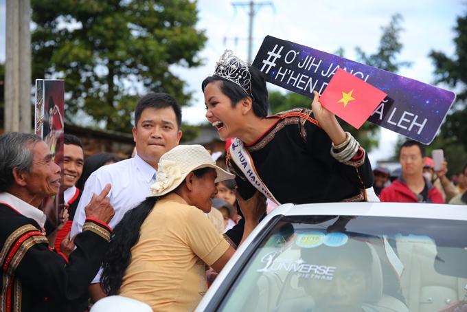 Từ buôn làng Ê Đê, hoa hậu HHen Niê gửi lời chúc chiến thắng tới U23 Việt Nam-1